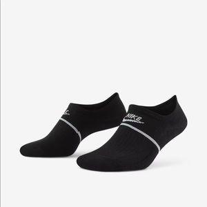 Nike SKNR Sox No Show Footie Socks